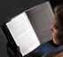لوح القرائه المضيئ للاستمتاع بالقرائة الليلية